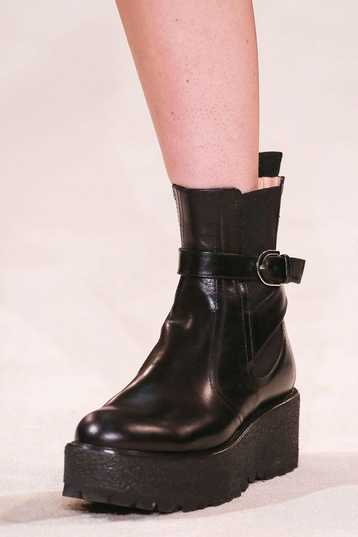 Giambattista Valli RTW FW20 chunky boots